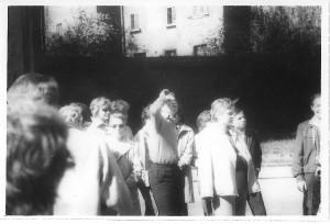 Nasza klasa na wycieczce w Krakowie ja w kurtce zarzuconej na ramiona