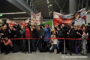 Okęcie- niezawodni polscy kibice witają brązową drużynę panczenistek