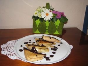 naleśniki śniadaniowe na słodko z polewą czekoladową