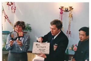 Jadwiga -pożegnanie w Quijang (trzymam znak szczęsia przechowywany jest w biurze PZBad