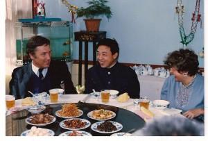 od lewej Prezes PZBad, Mistrz Świata w tenisie stołowym i ja