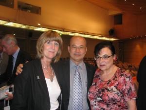 Nora Perry delegat Anglii,(była mistrzyni świata w mixście z Thomasem Khilstromem)vice prezydent BWF Paisan Rangsikitpho, Irena Delvai,
