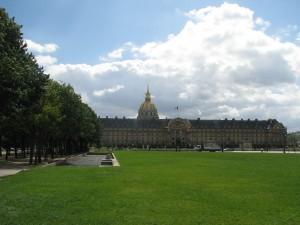 Hotel de Invalide, w głębi Kościół Inwalidów