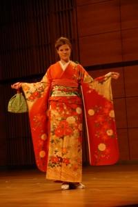 kimono ślubne z ciezkiego jedwabiu pomarańczowe dla panny młodej do 21 lat, bardzo ozdobne obi, zielona sakwa waga wraz ze sponim kimonem 20 kg