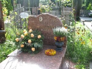 grób Zbyszka, i Babci Kazi,