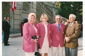 od lewej Jadwiga Ślawska Szalewicz, Kaśka Krasowska, Ryszard Borek  spotkanie w ogrodach prezydenckiego Pałacu rok 1996 po IO Atlanta
