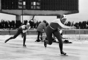 Rok 1988 MP w łyżwiarstwie szybkim biegną Erwina Ryś Ferens i Zofia Tokarczyk