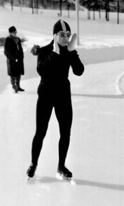Zakopane tor lodowy 1963 r Helena Pilejczyk przed startem na 1000 m fot. Jan Rozmarynowski