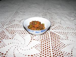 soczewica z warzywami w sosie pomidorowym