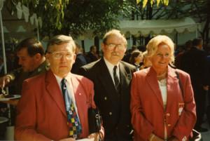 Po udanych dla Polski Igrzyskach Olimpijskich w Atlancie 1996 , Zbigniew Sikora z Prezesem Polskiego Komitetu Olimpijskiego,  Andrzejem Szalewiczem i Prezesem Polskiego Związku Badmintona Jadwigą Ślawską Szalewicz,