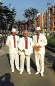 od lewej Krzysztof Grzegorek trener kadry narodowej w szabli Andrzej Gottner trener kadry narodowej we florecie Zbyszek Sikora zastępca Szefa Misji Olimpijskiej IO Seul 1988