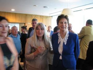 Członek MKOL pani Irena Szewińska w otoczeniu Rodziny Olimpijskiej