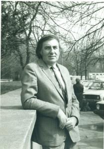 Dyr. Z.Adrjanski (1985) przed biurem na ul. Foksal 9