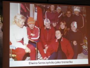 trener kadry narodowej w łyżwiarstwie szybkim Elwira Seroczyńska wraz z zawodniczkami