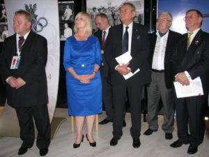 od lewej Roman Babut Prezydent Międzynarodowego Stowarzyszenia Kolekcjonerów Olimpijski AICO, członek Komisji Kultury MKOL